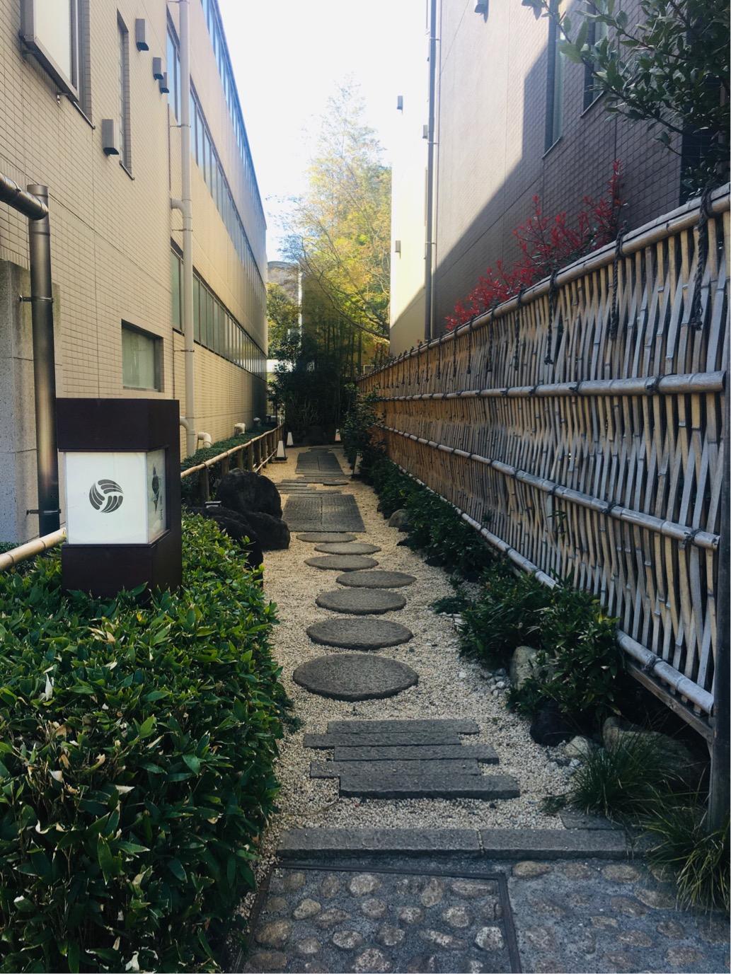 高輪ゲートウェイ駅と泉岳寺 泉岳寺門前紋屋